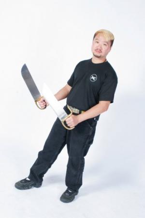 Sifu Alson Yuen with Bot jam do swords