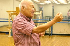 Moy Bing Wah teaches details of the Chung Choi